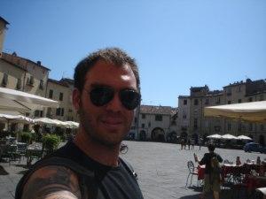 A praça do anfiteatro, no centro histórico de Lucca